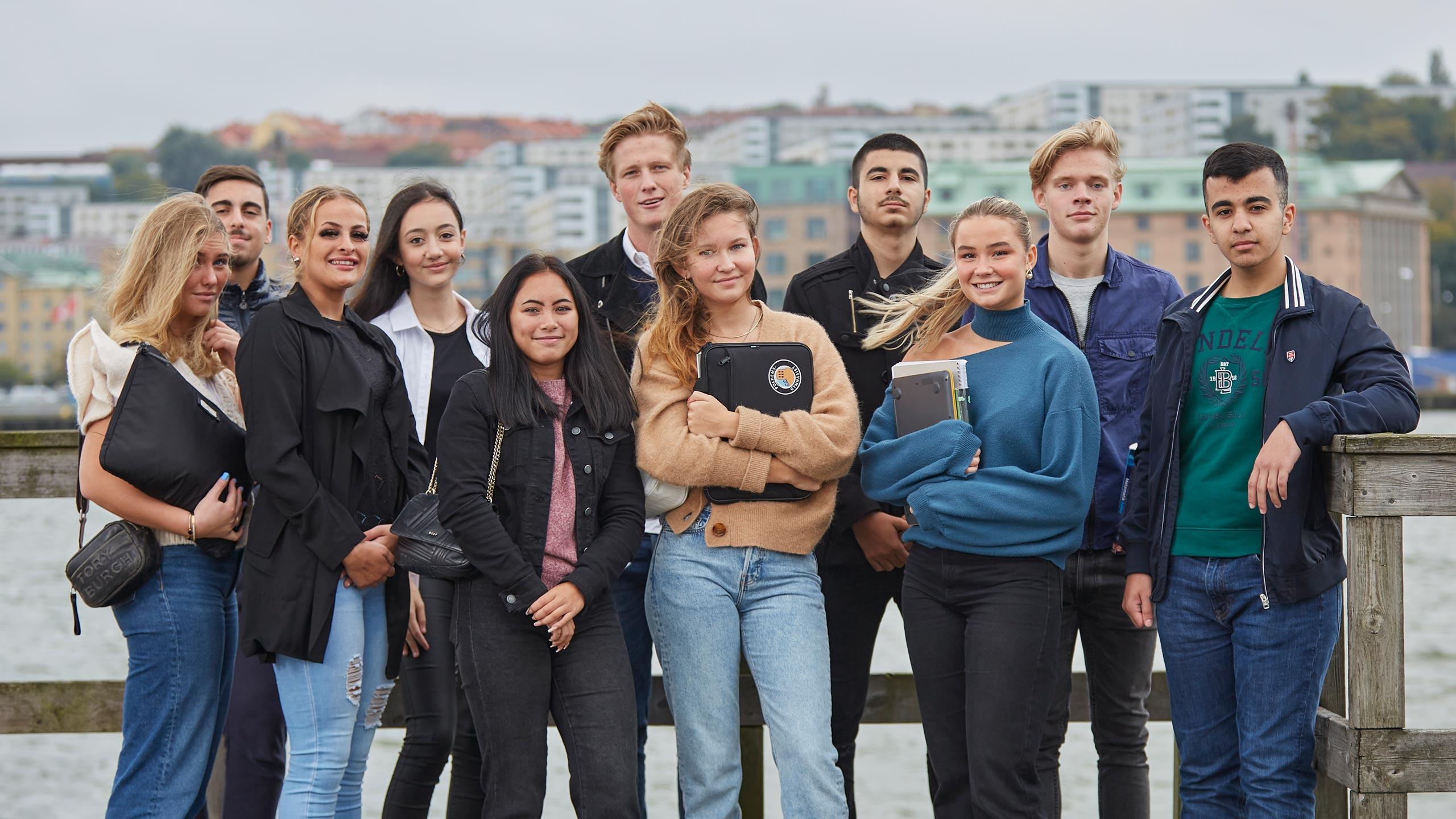 Polhemsgymnasiet elever utomhus